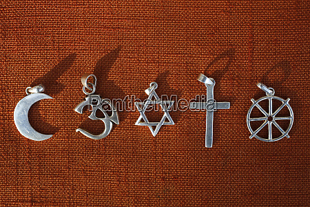 symbole pieciu religii islam hinduizm judaizm