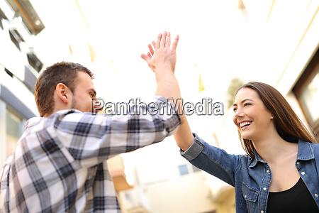 wdzieczny osoba wygrywajac pozytywne przyjaciele ludzie