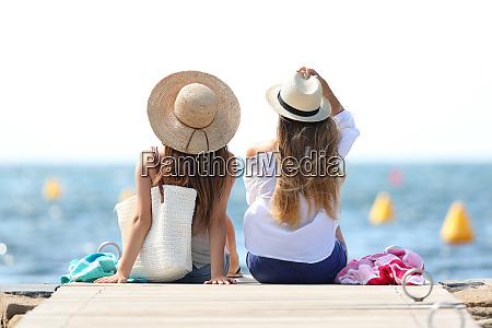 turyści, cieszący, się, wakacjami, na, plaży - 26604509