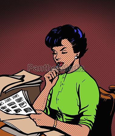 piekna kobieta czyta ogloszenia o pracy