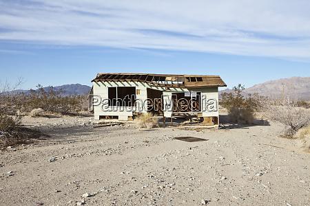 opuszczony pustynny dom