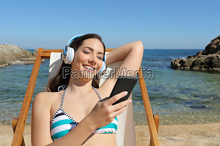 girl listens to music sitting on
