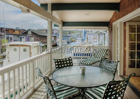 stol i krzesla na patio