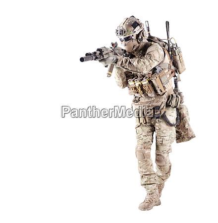 wyposazony zolnierz armii cel karabin studio