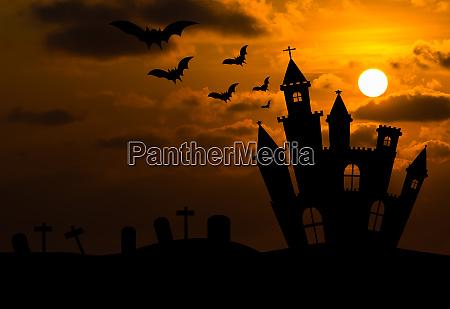 sylwetka zamku w noc halloween