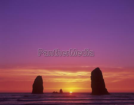 or, oregon, coast, cannon, beach, seastacks, o, zachodzie, słońca - 27344462
