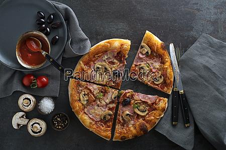 posilek z pizzy