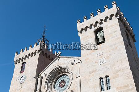 detal architektoniczny katedry najswietszej marii panny