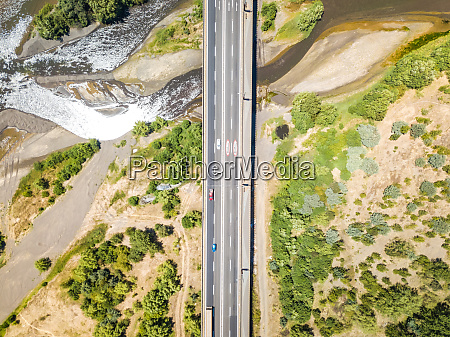 widok z lotu ptaka na most