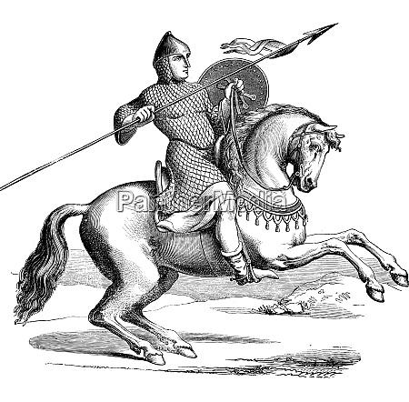 rycerz na koniu ubrany w hauberk