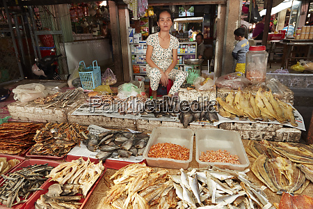 woman selling dried fish can duoc