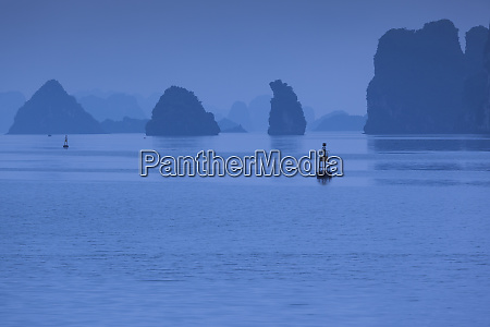 vietnam halong city halong bay rocks