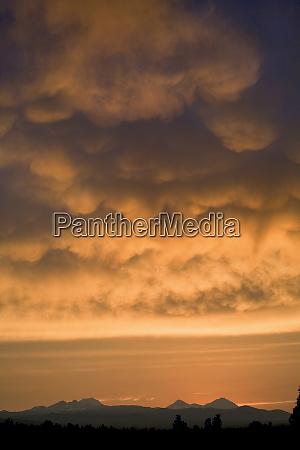 usa oregon bend mammatus clouds as