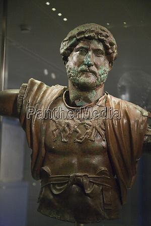 bronze statue israel national museum in