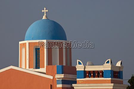 grecja santorini dzwonnica i niebieskie kopulki