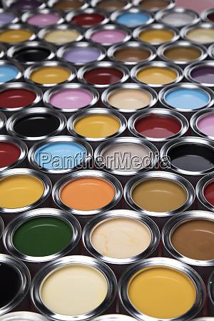 zestaw kolorowych puszek z farba malowanie