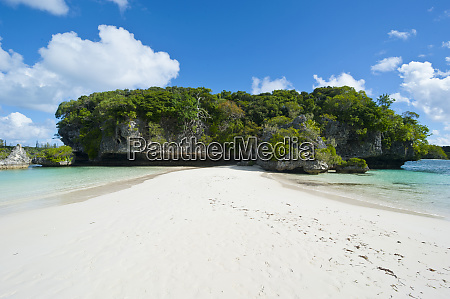 white sand beach bay de kanumera