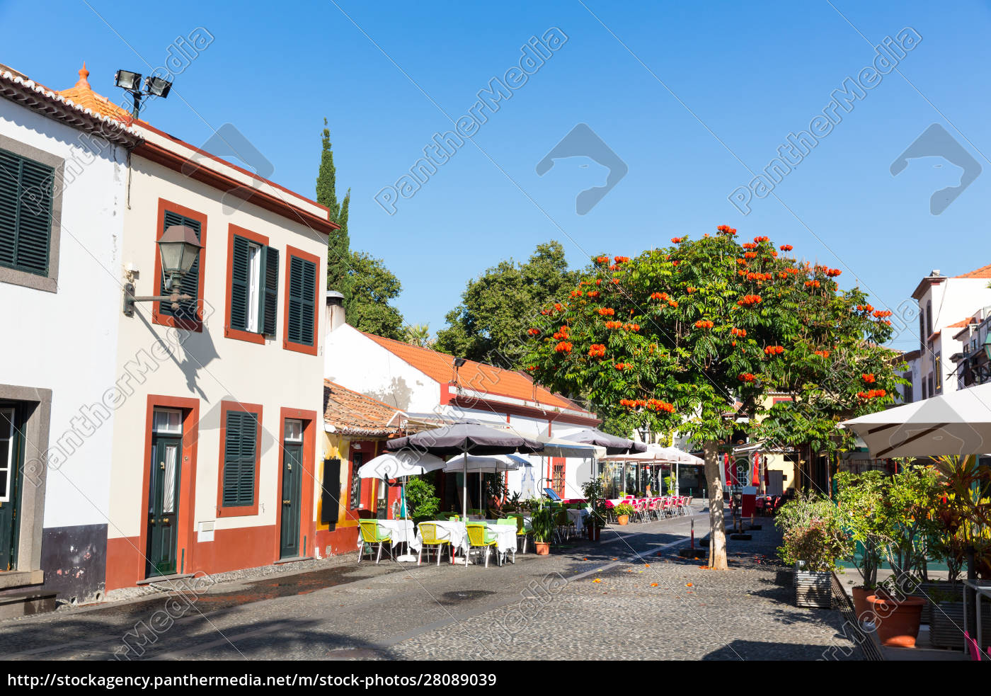 restaurant, outside - 28089039