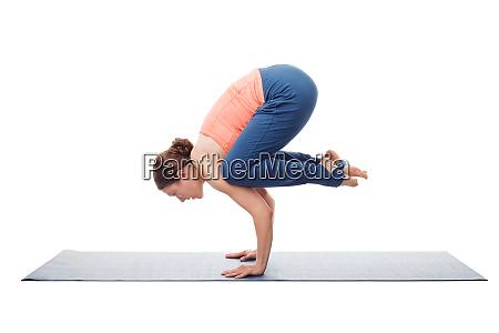 fit yogini kobieta praktykuje joge asana