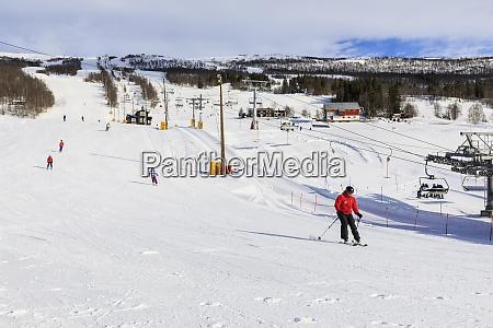bjorli village narciarze wyciag narciarski i