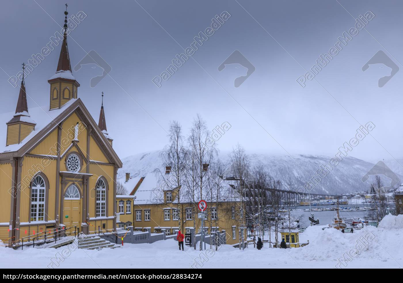 tromso, po, obfitym, śniegu, katedra, katolicka, most, tromso, w - 28834274