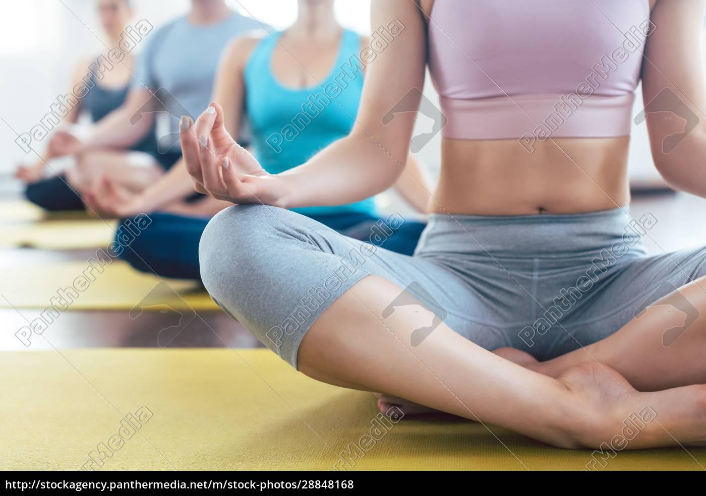ludzie, medytujący, podczas, jogi, w, łatwej - 28848168
