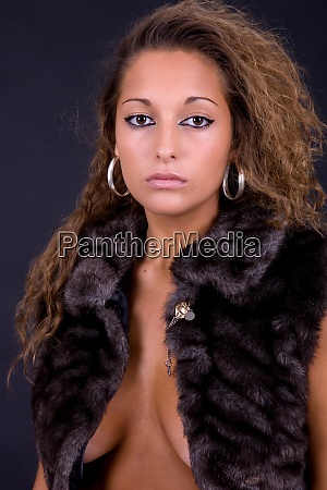 mloda piekna kobieta z bliska portret