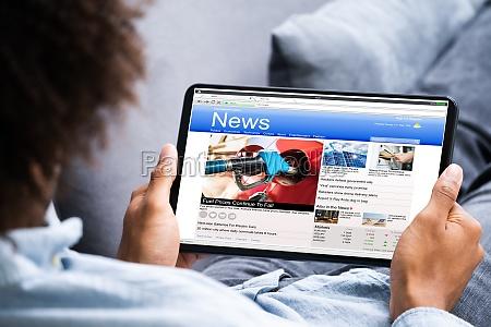 czytanie artykulow z wiadomosciami elektronicznymi