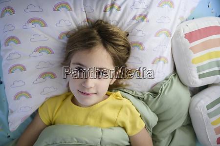 portret dziewczyny 6 7 lezacej w