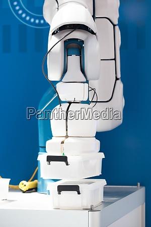 przemyslowe ramie robota zbierania i umieszczania