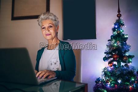 kobieta boze narodzenie zakupy online