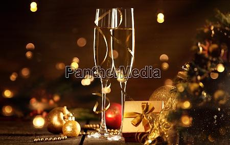 sylwestrowe obchody z szampanem