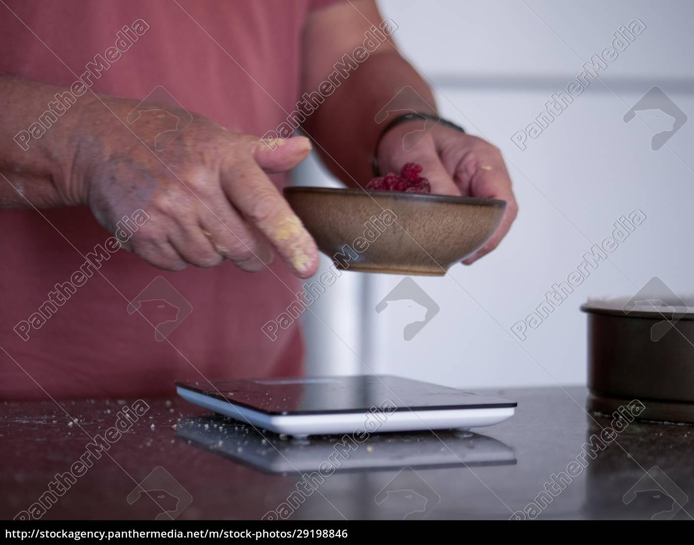 man, weighing, ingredients, for, cake - 29198846