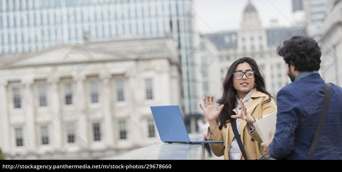 business, people, using, laptop, on, city - 29678660