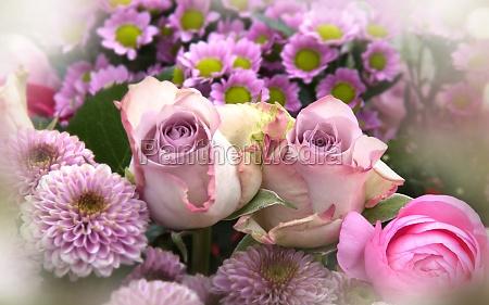 rozowe kwiaty matki dzien martwa natura