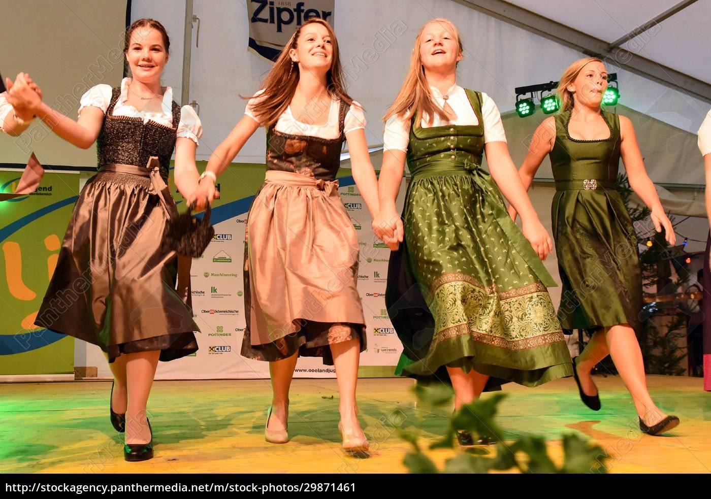 Öffentliche, aufführung, traditioneller, österreichischer, volkstänze, beim - 29871461