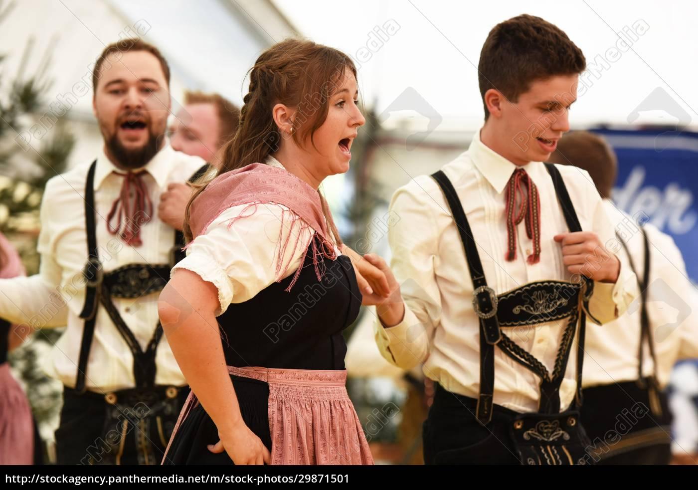 Öffentliche, aufführung, traditioneller, österreichischer, volkstänze, beim - 29871501