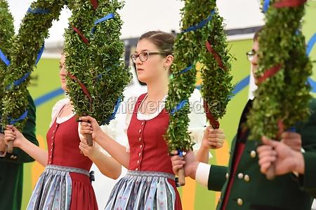 Öffentliche, aufführung, traditioneller, österreichischer, volkstänze, beim - 29871504